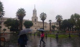 Arequipa: intensas lluvias inundan avenidas y afectan varias  casas