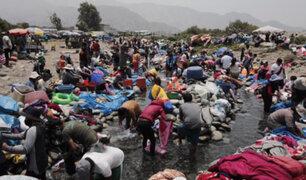 """Sin medidas sanitarias: cientos de familias llegan a """"Playa de Huaycán"""" para lavar su ropa"""