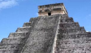 VIDEO: mujer rompe reglas y sube a pirámide de Chichén Itzá para esparcir cenizas de su esposo