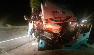 Arequipa: choque de dos camiones deja un muerto y cuatro heridos graves
