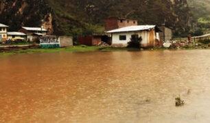 Desborde de laguna afecta casas, sembríos y parte de una carretera en la región Pasco