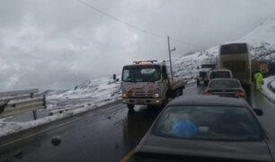 Tras fuerte nevada se restablece paulatinamente tránsito vehicular en zona alta de Ticlio