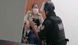 Capturan a mujer que amenazó con detonar supuesto explosivo en clínica Anglo Americana