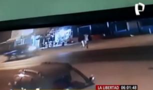La Libertad: camioneta a toda velocidad mata a un hombre y deja grave a su hermana