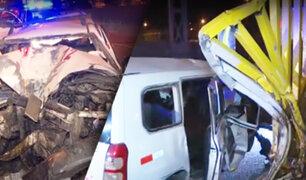 Taxista impacta contra puente peatonal en SMP