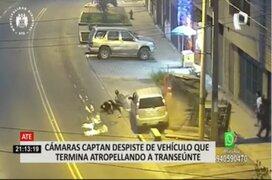 Ate: vehículo se despista y atropella a dos personas
