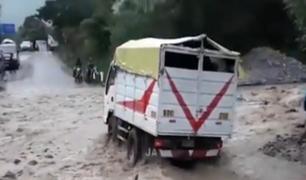 Yauyos: caída de huaico no impidió que transportistas sigan su camino