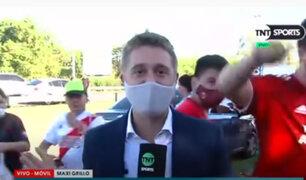 VIDEO: reportero fue asaltado mientras cubría el banderazo de los hinchas del River Plate