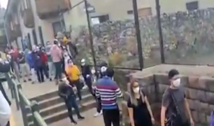 Cusco: decenas de turistas se aglomeran para adquirir entradas para los centros arqueológicos