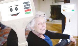 Crean robot inteligente que acompaña a adultos mayores