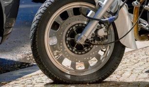 Comas: hospitalizado quedó motociclista que fue impactado por chofer de combi