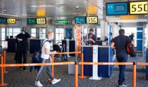 Reino Unido prohíbe llegada de viajeros de Perú y otros países de América Latina por nueva variante