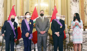 Presidente Sagasti condecora a Tomas Unger, Ruth Shady  y a Uriel García