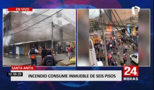 Incendio consumió primero pisos de un edificio en Santa Anita