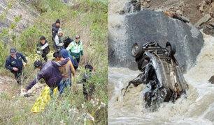 Cinco muertos y tres heridos graves deja caída de camioneta a un abismo en el Cusco