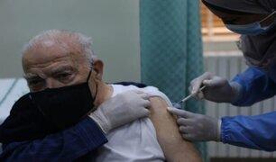 Chile inició vacunación de adultos mayores contra la COVID-19
