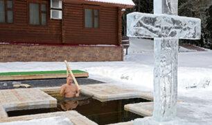 Rusia: Putin se bañó en agua a 20 grados bajo cero para celebrar la Epifanía ortodoxa