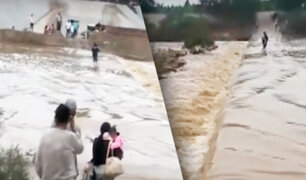 Tumbes: grupo de personas arriesgan la vida al cruzar río