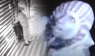 Piura: cámara registra robo de televisor en restaurante