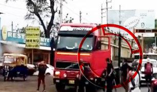 Extranjeros con machetes atacan tráiler en Sullana