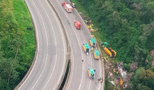Brasil: al menos 21 muertos y 30 heridos deja caída de bus turístico a barranco