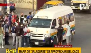 Mafias de 'jaladores' aprovechan caos para cobrar cupos en Puente Nuevo