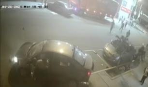 Chofer escapa tras atropellar a cuatro personas en La Victoria