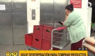 Desesperación: ciudadanos arrasan con cerveza y papel higiénico en supermercados