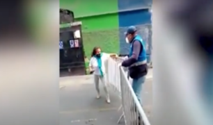 Centro de Lima: mujer ataca a fiscalizador pese a que cometió error