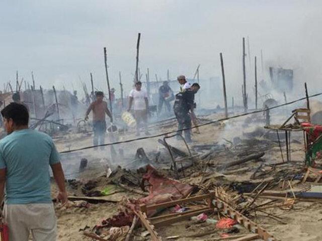 Voraz incendio arrasó doce viviendas de un asentamiento humano de Nuevo Chimbote