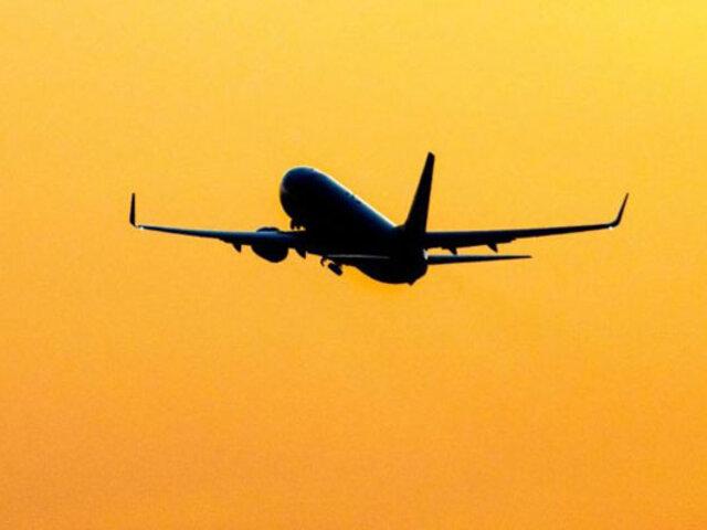 Indonesia: avión con 50 pasajeros a bordo desaparece minutos después de despegar