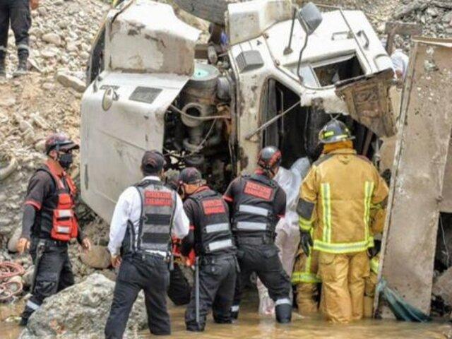 Carabayllo: volquete cae a río Chillón mientras descargaba desmonte