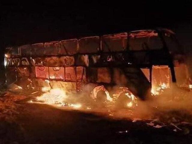 Al menos 70 personas salvan de morir tras incendiarse bus interprovincial en Tacna