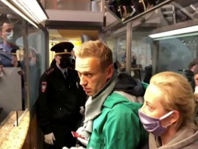 Opositor ruso fue detenido al aterrizar en Moscú tras 5 meses de su envenenamiento