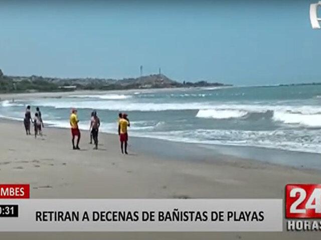 Tumbes: bañistas ponen en riesgo sus vidas por ingresar al mar pese a oleaje anómalo