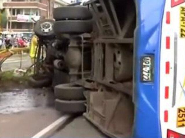 Jesús María: al menos 12 heridos tras despiste y volcadura de bus en Av. Brasil