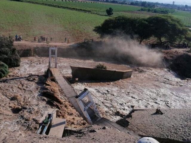 Río Ica se desborda y arrasa puente peatonal en el distrito de Ocucaje