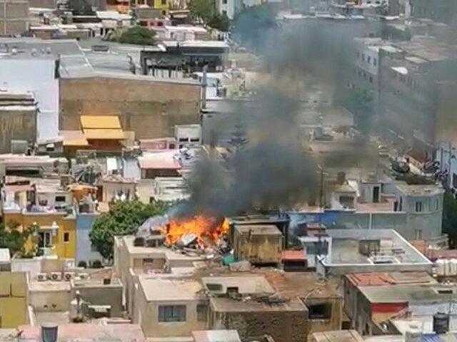 Lince: Reportan incendio de gran magnitud en vivienda