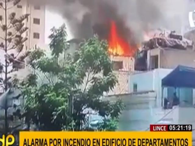 Lince: incendio en edificio consumió un departamento