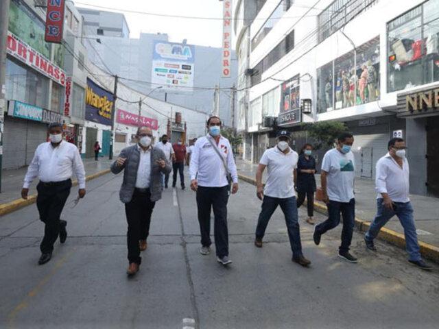 Elecciones 2021: candidato Yonhy Lescano llegó a Gamarra para reunirse con empresarios
