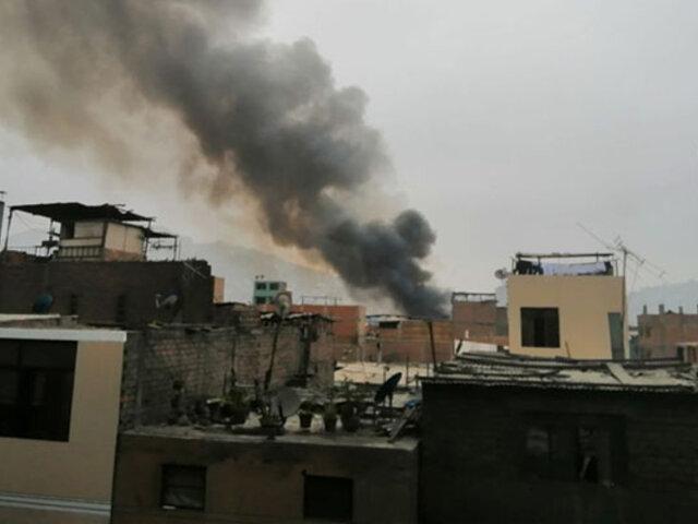 Comas: tras dos horas de intenso trabajo bomberos controlan incendio en techo de farmacia