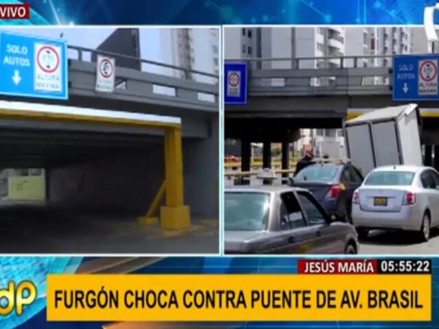 Jesús María: así quedó el puente peatonal impactado por furgón el último fin de semana