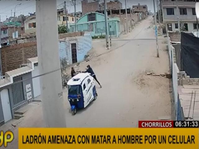 Chorrillos: ladrón en mototaxi amenaza con arma a hombre para robarle celular