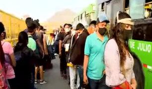 Puente Nuevo: Ciudadanos hacen largas colas por reducción de aforo en vehículos de transporte público