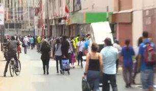 Ambulantes invaden Paruro y avenidas de Lima Norte y Sur