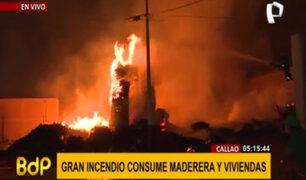 Callao: se registra incendio de grandes proporciones en depósito de maderas