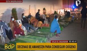 Decenas de personas duermen en las calles para conseguir oxígeno en el Callao y VES