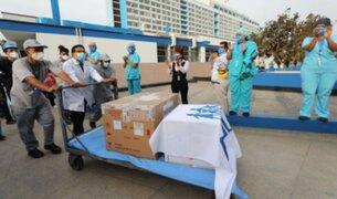 Personal de Salud del hospital Rebagliati aplaudieron la llegada de vacunas contra el COVID-19