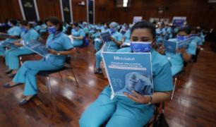 Capacitan a enfermeras para jornada histórica de vacunación contra el coronavirus