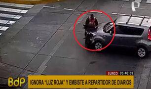 Surco: conductor ignora la luz roja y embiste a repartidor de diarios